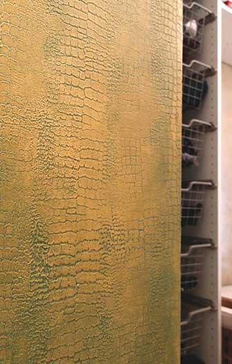 Crocodile pattern marble plaster wall