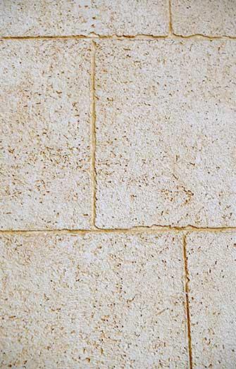 Travertino Wand bräunlich Detailansicht