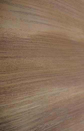 Wall design earth-coloured wood grain